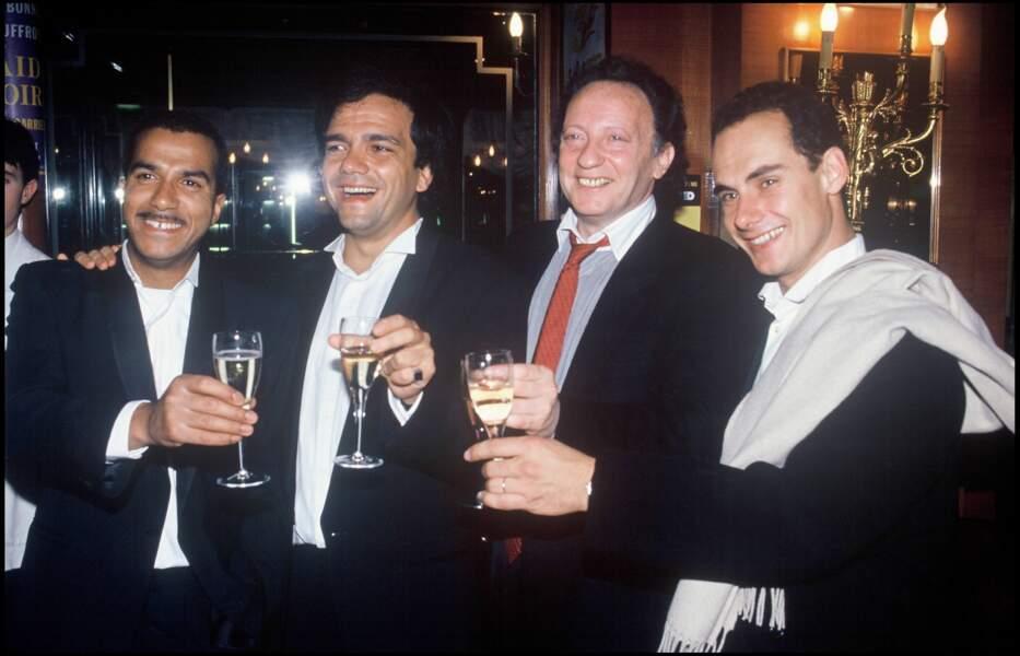 Les Inconnus et leur producteur Paul Lederman lors de la soirée des Molière en 1991 à Paris.