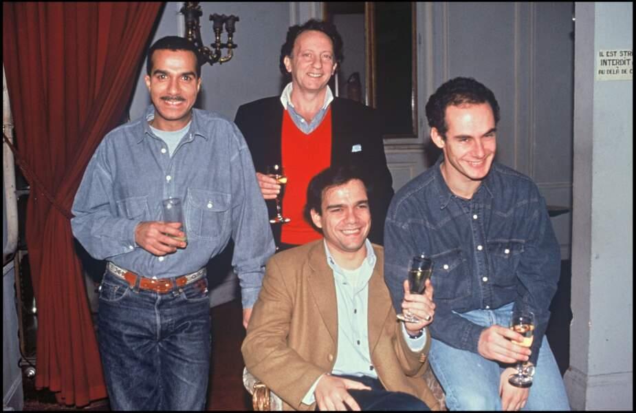 Les Inconnus et leur producteur Paul Lederman dans leur loge en 1991.