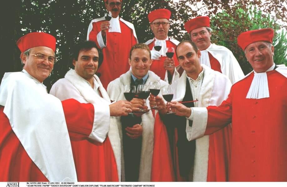 Les Inconnus et le footballeur Jean-Pierre Papin à la cérémonie d'intronisation des vins de Saint-Émilion en 1997.