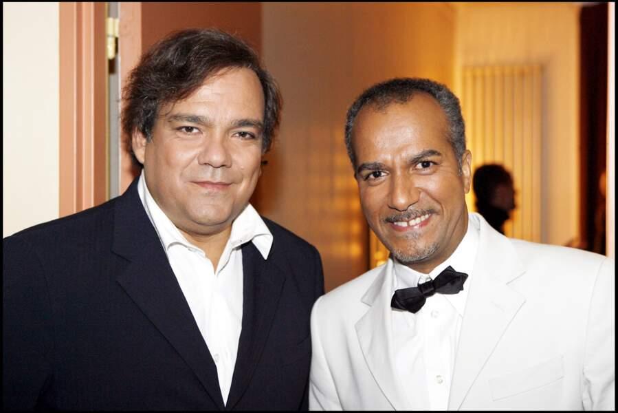 """Didier Bourdon et Pascal Légitimus à l'enregistrement du """"Plus grand cabaret du monde"""" en 2006."""