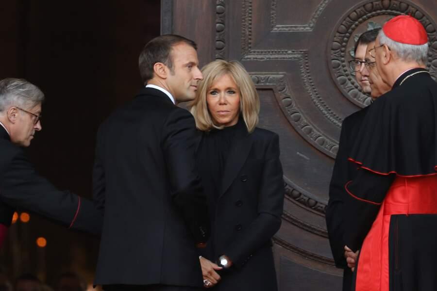 Emmanuel et Brigitte Macron arrivant en l'église Saint-Sulpice pour l'hommage solennel de Jacques Chirac.