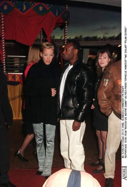 Lors d'une soirée entre amis, Ophélie Winter fait la connaissance de MC Solaar. Ils entament une idylle en 1995.