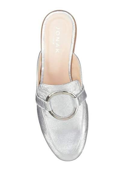 Tendance chaussures plates : mules argentées
