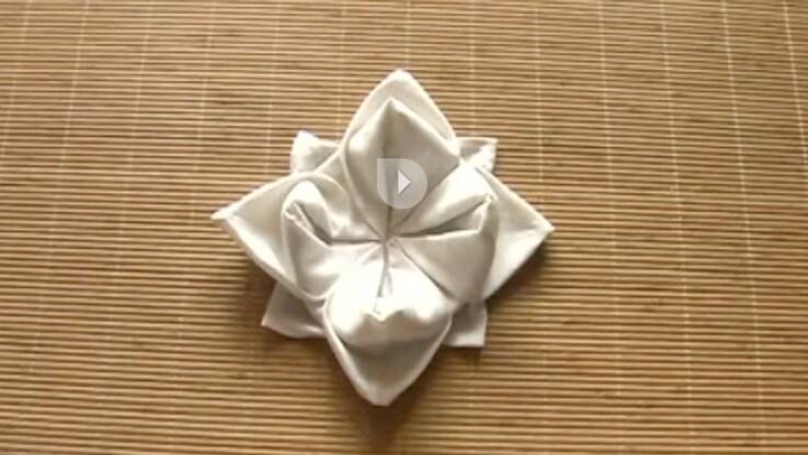 Le Pliage De Serviette En Forme De Lotus Femme Actuelle Le Mag