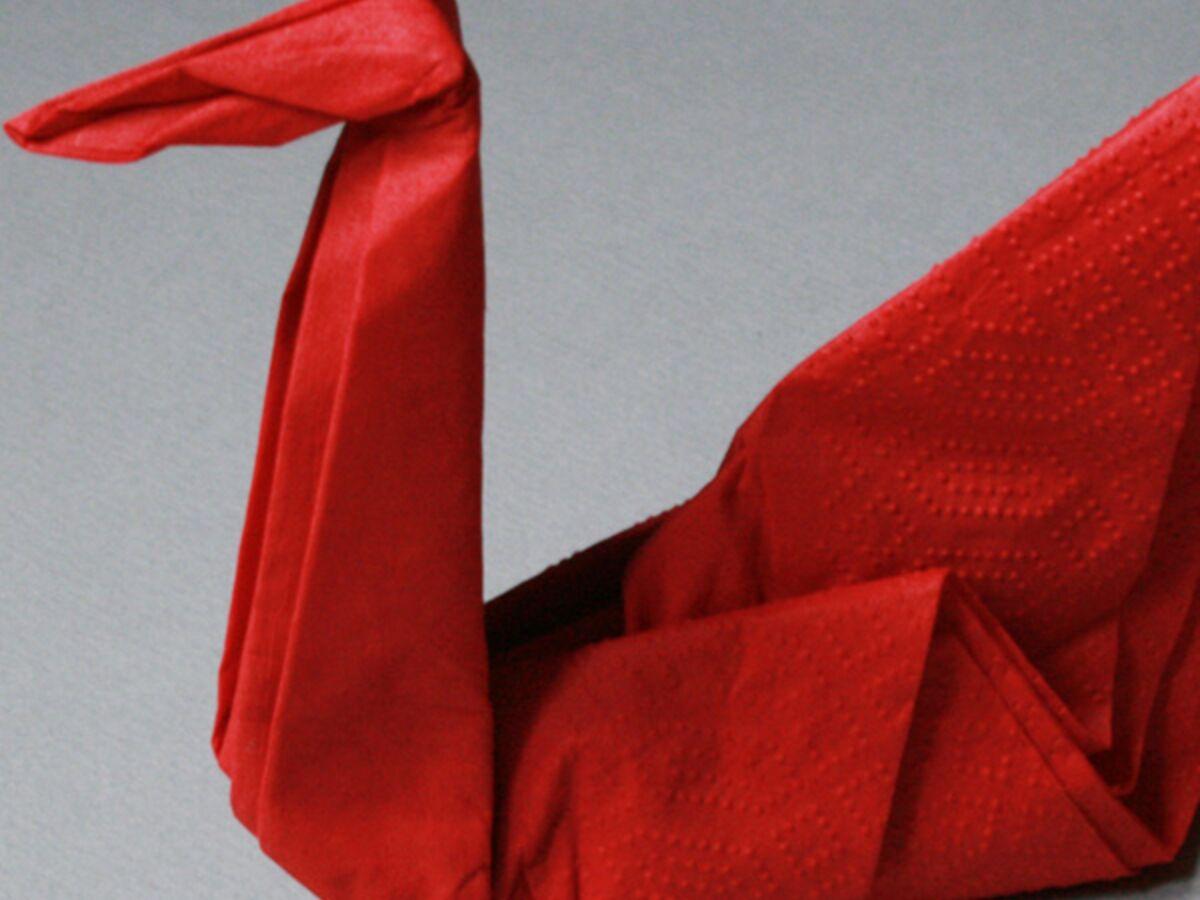 Rond De Serviette Noel Fait Maison pliage de serviette : la forme cygne : femme actuelle le mag