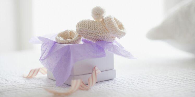 Comment tricoter des chaussons de naissance en vidéo