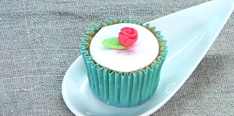 Vidéo : comment réaliser une rose en pâte à sucre ?