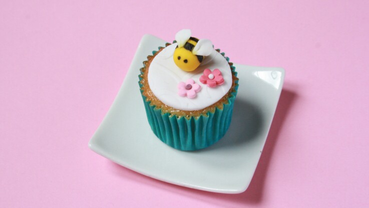 Vidéo : fabriquer une abeille en pâte à sucre