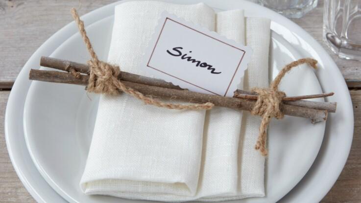 Pliage de serviette : les plis pochette