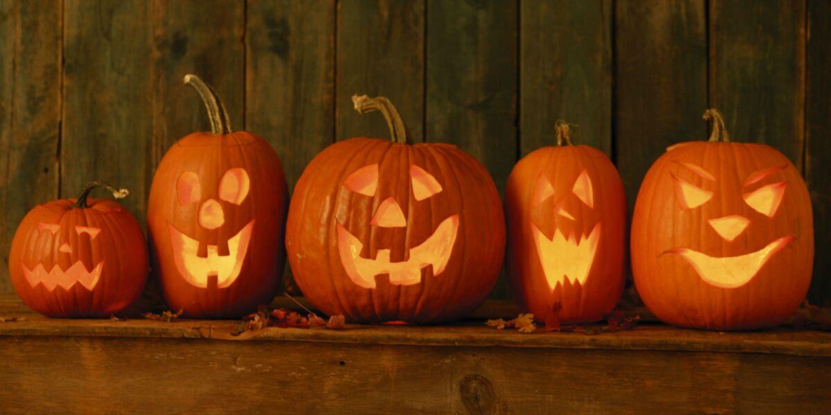 Comment Faire Une Belle Citrouille D Halloween.Comment Creuser Et Decorer Votre Citrouille D Halloween Femme Actuelle Le Mag