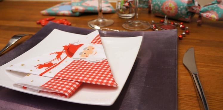 Pliage de serviette en forme de sapin pour Noël