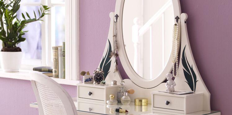 Je décore mon miroir de plumes romantiques
