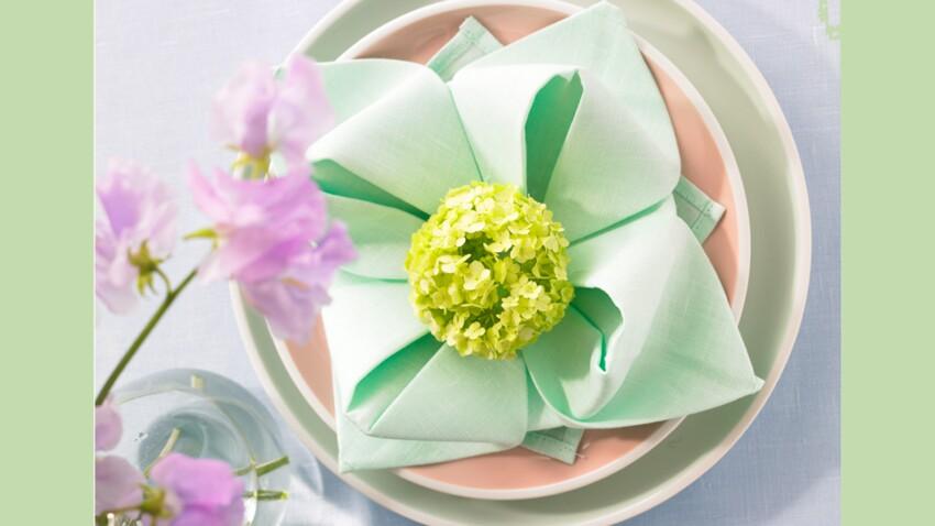 Pliage de serviette : fleur de nénuphar