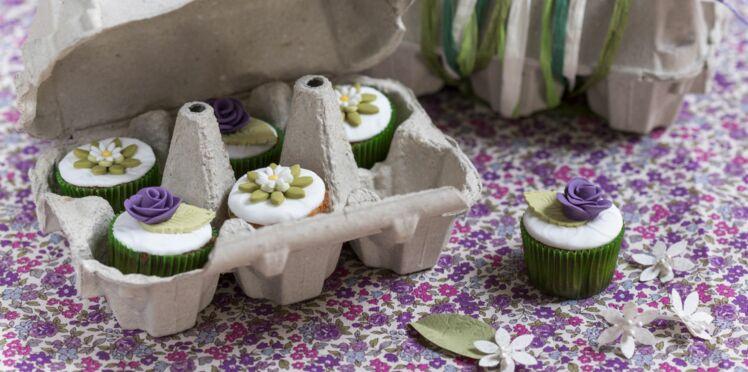 Des roses en pâte à sucre pour décorer les cupcakes !