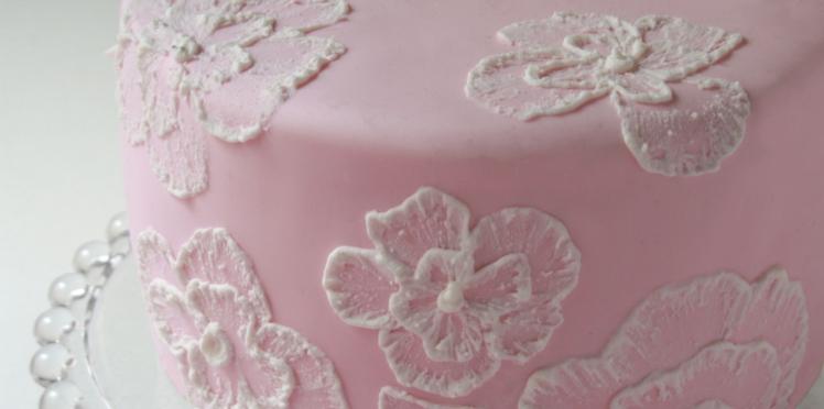 Vidéo : comment dessiner des fleurs sur un gâteau