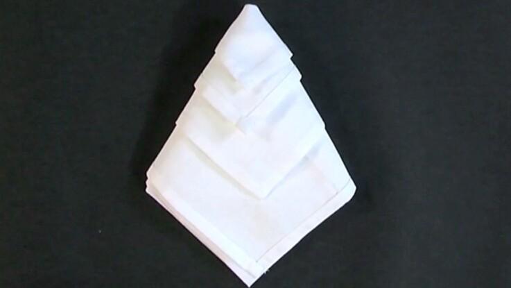 Pliage de serviette : diamant
