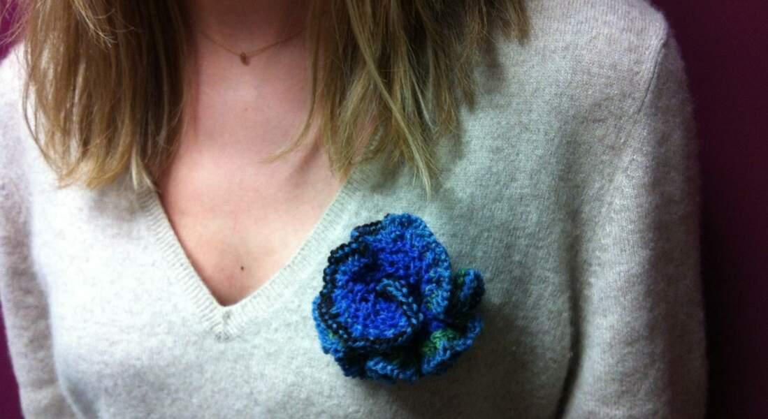 Une broche en fleur au tricot
