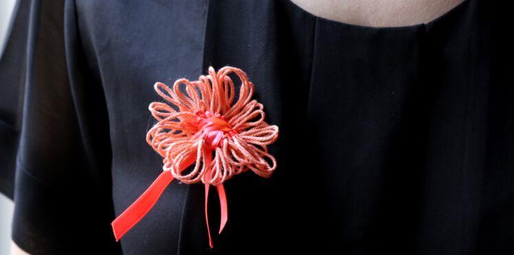 Je crée une broche fleur avec un Multi Tricotin