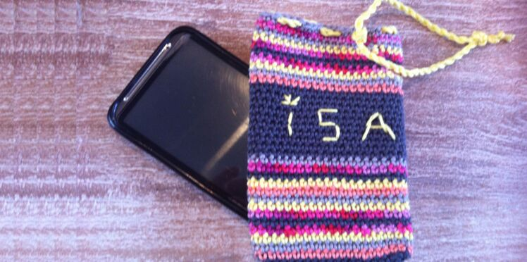 Facile : une housse de smartphone au crochet