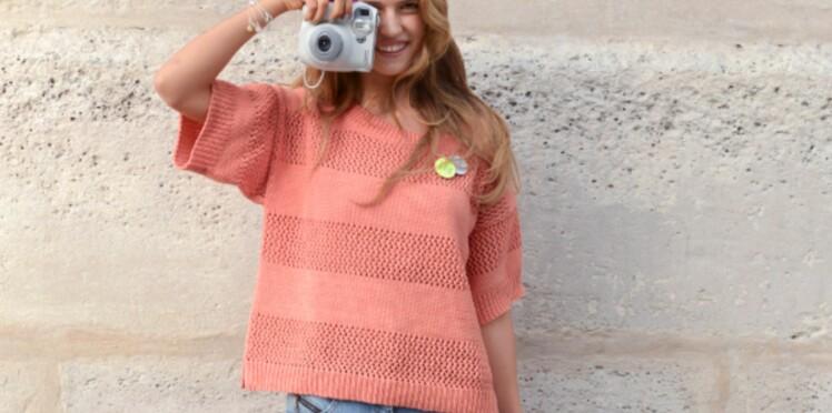 Un pull sorbet à bandes ajourées à tricoter