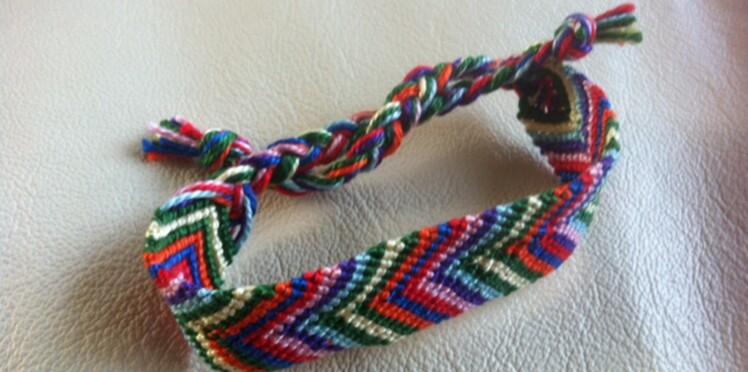 Un bracelet brésilien large en chevrons