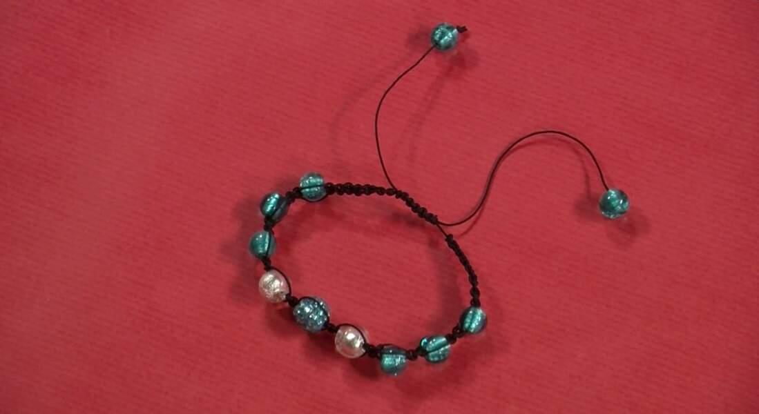 Un bracelet Shamballa turquoise pour l'été