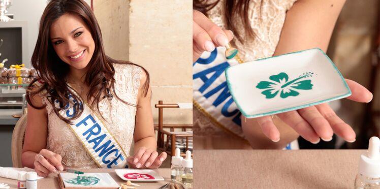 Vidéo : Miss France découvre la peinture sur porcelaine