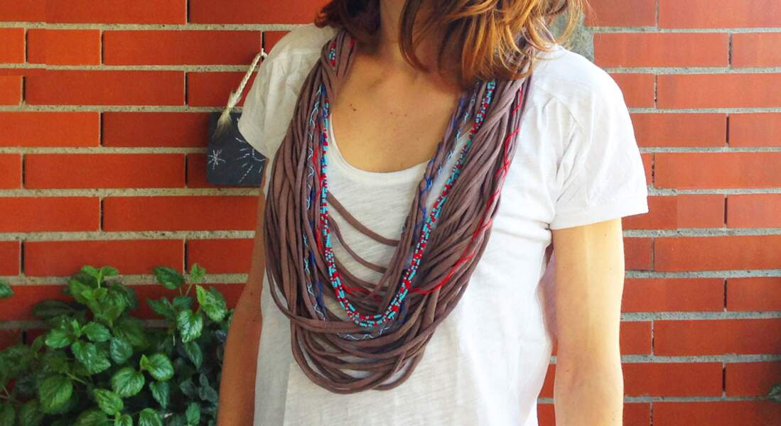 upcycling : un collier avec un t-shirt