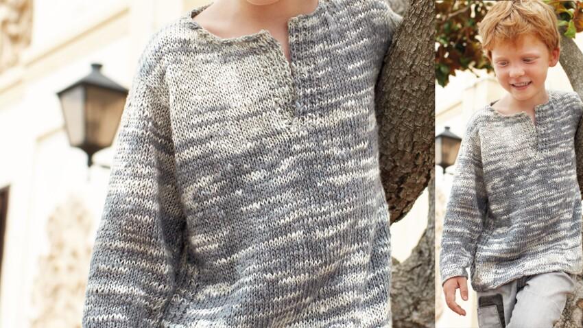Un pull gris col tunisien pour enfant