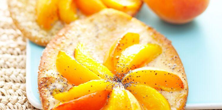 Pizzettes pêche-abricot et pavot