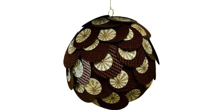 Une boule de Noël à écailles