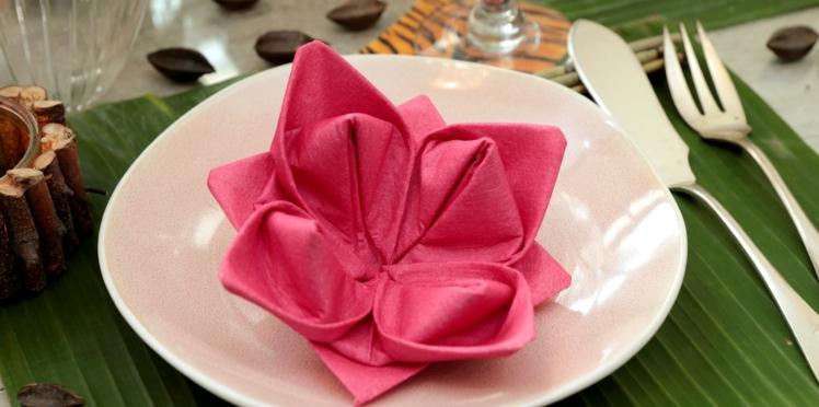 Pliage de serviette de papier : le lotus