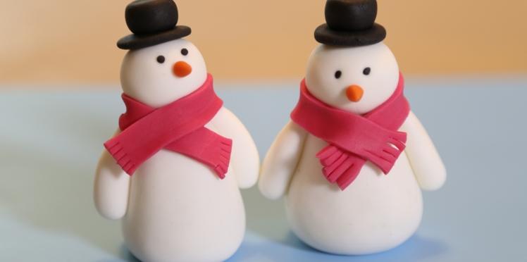Vidéo : un bonhomme de neige en pâte à sucre