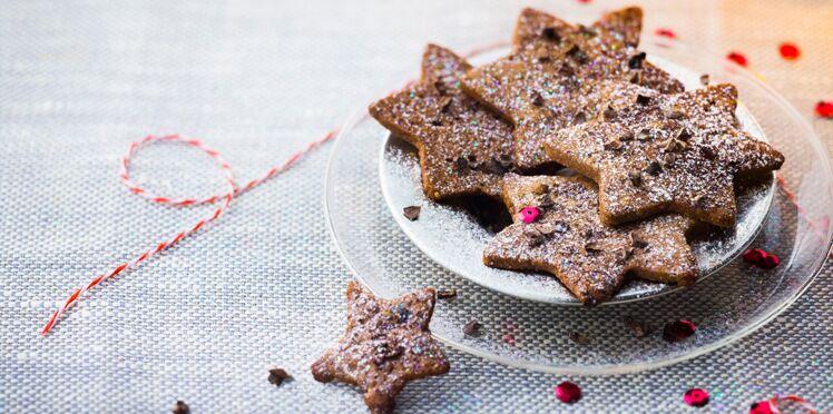 Etoiles au chocolat et grué de cacao