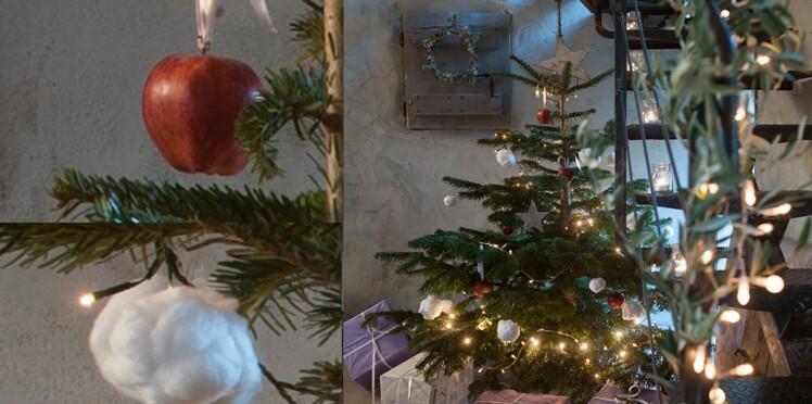 Un sapin de Noël en rouge et blanc