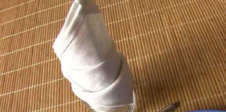Pliage de serviette en forme de toque