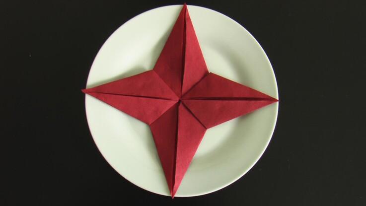 Comment Plier Une Serviette En Forme D étoile