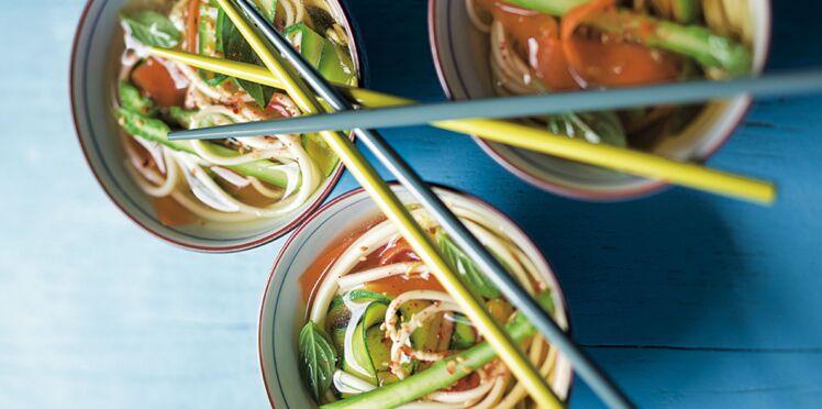 Soupe de nouilles aux légumes croquants