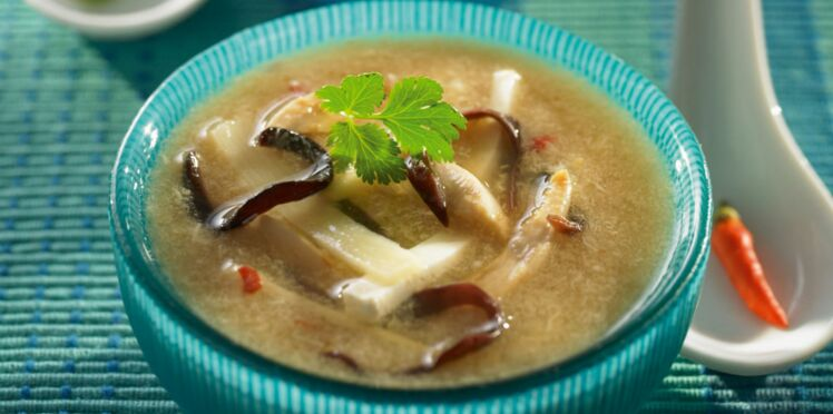 Potage au poulet et aux champignons