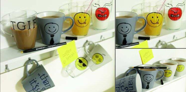 Décorer des mugs au feutre