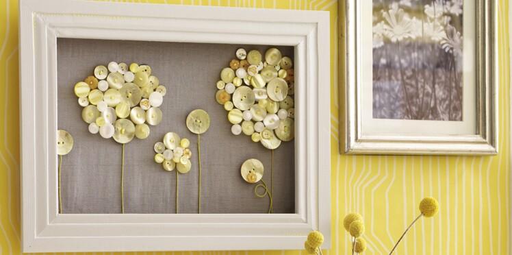Un cadre décoré avec des boutons