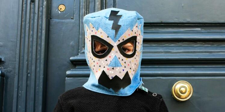 Un masque de catcheur DIY