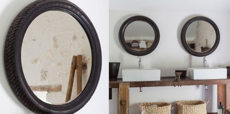 Un miroir dans une roue de vélo