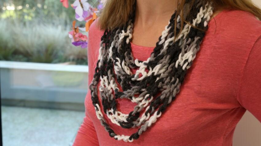 Un collier tie & dye au crochet