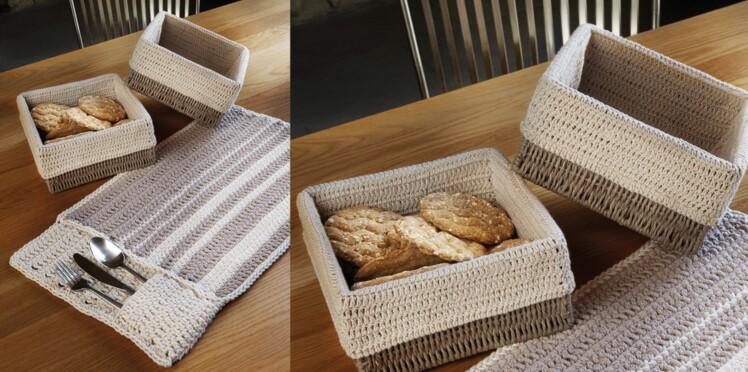 Une housse pour la corbeille à pain