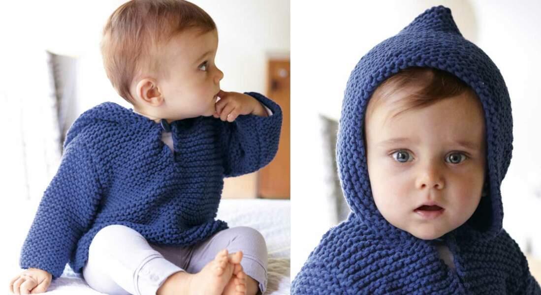 Un pull à capuche au point mousse pour bébé