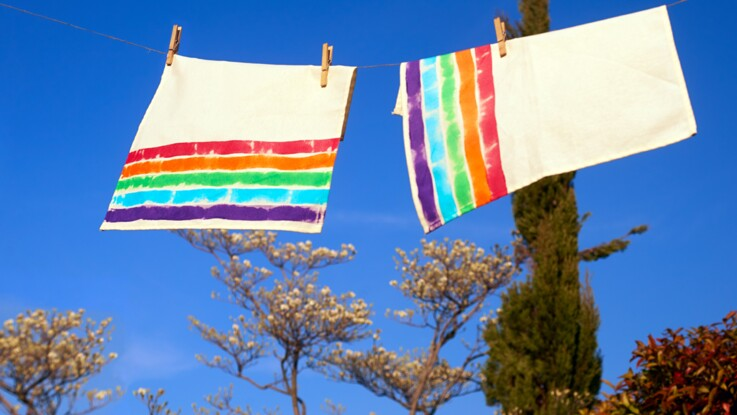 Peinture textile : des serviettes arc en ciel