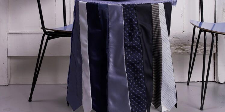 Une nappe avec des cravates