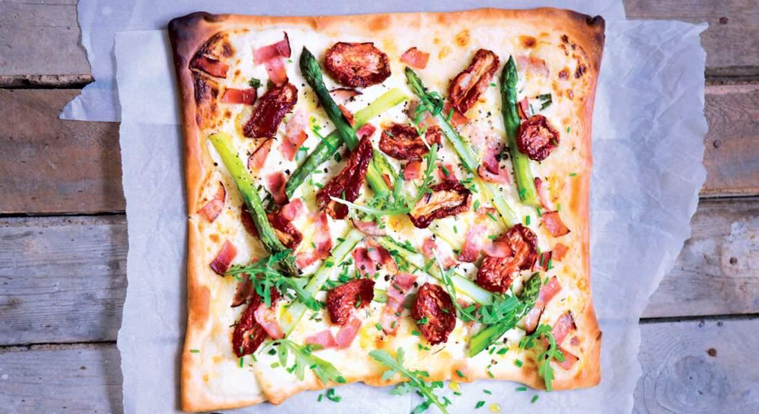 Pizza asperges et tomates confites au cantal