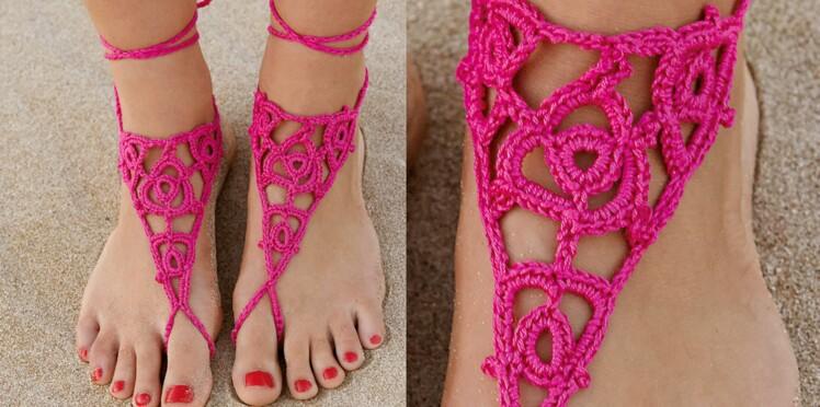 Les bijoux de pieds fuchsia